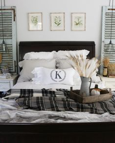 Looking for inspiration, resources, & creative ideas for fall decor? Here are our favorite decor items & how to style them to create a cozy look for fall! Fall Bedroom Decor, Cozy Bedroom, Cottage Bedrooms, Master Bedroom, Decorating Your Home, Diy Home Decor, Fall Decorating, Rustic Thanksgiving, French Country Living Room