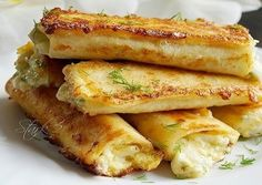 Girls, this is the coolest breakfast. Tumblr Food, Home Food, Avocado, Russian Recipes, No Cook Meals, Hot Dog Buns, Food To Make, French Toast, Sandwiches