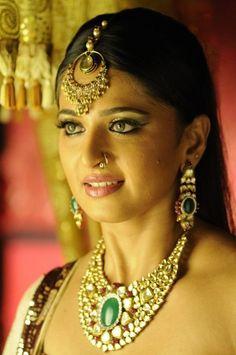 Telugu Actress Anushka Shetty Stills From Nagavalli Movie at Anushka Shetty Pictures Gallery  #AnushkaShetty