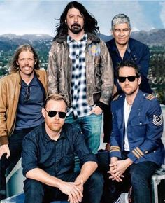 Band Members of the Foo Fighters Foo Fighters Dave Grohl, Foo Fighters Nirvana, Foo Fighters Lyrics, Great Bands, Cool Bands, Chris Shiflett, Country Girl Quotes, Girl Sayings, There Goes My Hero