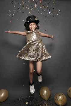 Maddy Celebrates turning 7 on the with a gold theme Birthday photoshoot Teen Photography Poses, Photography Mini Sessions, Toddler Photography, Family Photography, Girl Photo Poses, Girl Photos, New Years Eve Pictures, New Year Photoshoot, 2nd Birthday Photos