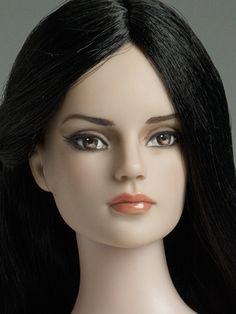 Lily Basic Close Up | Nu Mood™ Sydney Fashion - Lily Basic | Tonner Doll Company