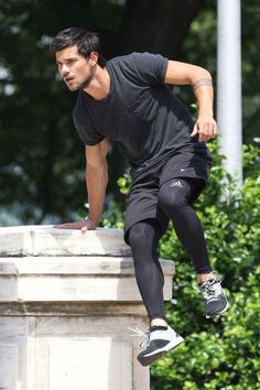 Taylor+Lautner+Tracers+Films+NYC+Part+6+tw8aeQoNz1yl | Flickr - Photo Sharing!