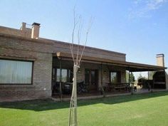 Countries/barrios Privados/chacras Chacra - Venta My House Plans, Ranch House Plans, House Like Palace, Pool Houses, Modern House Design, Home Deco, Interior And Exterior, Countryside, New Homes