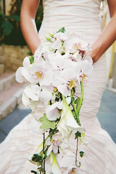 Dramatic, flowing bouquet
