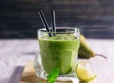 Made not with coffee but with powdered green tea, a matcha latte is a healthy energy-booster. Holi, Verbena, Matcha Latte Recipe, Matcha Whisk, Jasmine Tea, Tea Infuser, Summer Drinks, Pistachio, Coconut Milk