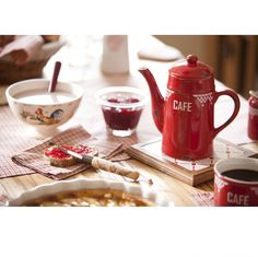 I'm in love with this red tea/cafe pot by comptoir de famille Coffee Jelly, Coffee Milk, Milk Tea, Coffee Break, Morning Coffee, Morning Sun, Local Seafood, Tea Cafe, Cafetiere