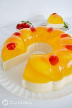 Gelatina de piña con queso crema Jelly Desserts, Jello Dessert Recipes, Gelatin Recipes, Köstliche Desserts, Dessert Drinks, Cookie Recipes, Delicious Desserts, Yummy Food, Mexican Food Recipes