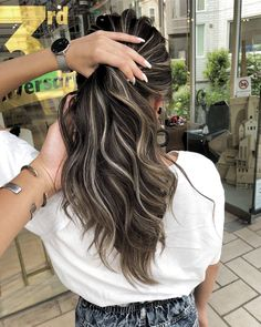 Highlight Color Long Hair Perm Hair Color Par Daiki … – Welcome Brown Hair Balayage, Brown Blonde Hair, Hair Color Balayage, Brown To Blonde Hair Before And After, Balayage Straight, Blonde Balayage, Brunette Hair, Dark Hair With Highlights, Chunky Highlights