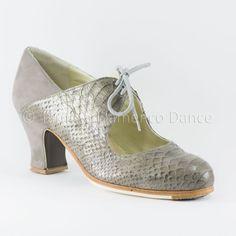 Zapato profesional de flamenco Begoña Cervera Modelo Arty serpiente con ante gris