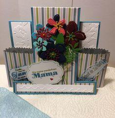 Center Step Card zum Muttertag verziert mit Blüten aus Botanical Builder Framelits Dies und kleinen Teebeuteltütchen