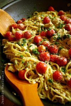 Knoflook spaghetti met kip en tomaat, heerlijk! Recept staat op de website.