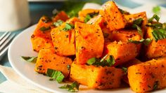 Roasted Butternut Squash with Shiitake Mushrooms - Fire up your oven and fill your home with the sweet aroma of fall. Butternut squash is now in season and can complement a variety of dishes, from sweet to savory. Side Dishes Easy, Side Dish Recipes, Wine Recipes, Cooking Recipes, Healthy Recipes, Roast Recipes, Cooking Tips, Baked Butternut Squash, Roasted Butternut Squash