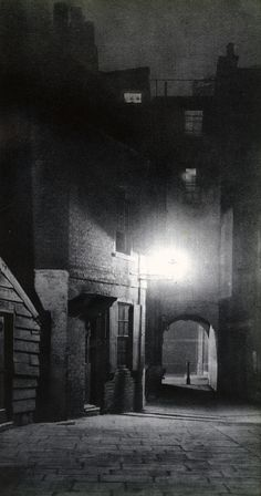 Spooky, Beautiful Photos of London Streets at Night With his collaborator John Morrison, Harold Burdekin photographed the streets of the city of London in the dark for his book London Night, published in 193 Victorian London, London Street, London City, London House, Dark Fantasy, London Night, Dark City, Dark Places, Old London