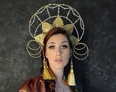 Unconventional headpieces di OnceACrown su Etsy Headpieces, Crowns, Gypsy, Barbie, Drop Earrings, Beautiful, Jewelry, Fashion, Moda