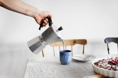 Espressobryggare Moka #bialetti #Espressobryggare #Moka Moka, Stove, Coffee Maker, Kitchen Appliances, Coffee Maker Machine, Diy Kitchen Appliances, Coffee Percolator, Home Appliances, Range
