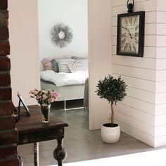 Lempinäkymäni :) makuuhuone #eteinen #sisustus #myhome #decor #interior #home #koti #minunkoti #bedroom #betonilattia