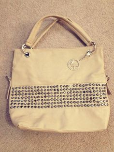 micheal kors...  heres my new bag Im flash in...  ohh how i love it.... i guess someone else does too