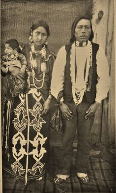 Otoe Indian Family, ca. William S. Native American Clothing, Native American Photos, Native American History, American Indians, Indian Family, Native Indian, First Nations, Vintage Photos, Antique Photos