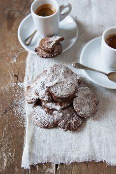 Biscotti di nocciole, farina di orzo e cacao