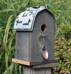 Rustic birdhouse - round roof - recycled license plate ~ Hey, I could use my old license plates for a roof!