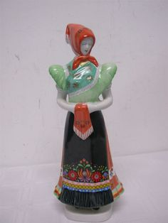 VINTAGE HOLLOHAZA HUNGARY LOVELY LADY FIGURINE ~ 11 1/2  EXCELLENT CONDITION