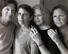 Nicholas Nixon 42 éve minden évben egyszer fényképet készít a feleségéről és annak három testvéréről.