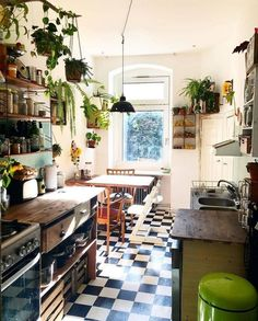 60 Best Small Kitchen Design Ideas You Never Feel Claustrophobic Again modernkit. - 60 Best Small Kitchen Design Ideas You Never Feel Claustrophobic Again modernkitchencabinets - Home Decor Kitchen, Home Kitchens, Kitchen Decorations, Kitchen Interior, Interior Modern, Modern Luxury, Small Apartment Interior Design, Bohemian Kitchen Decor, Interior Design Plants