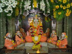 Jagadguru Adi Shankaracharya Jayanti. 08 May 2011.UNA NUBE ES ATRAIDA POR EL VIENTO, Y POR EL VIENTO SE DISIPA NUEVAMENTE. POR LA MENTE SE ORIGINA LA ESCLAVITUD Y POR LA MENTE SE ORIGINA LA LIBERACION. Om Shanti.