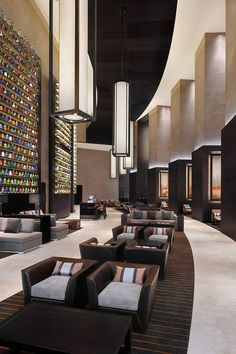 JW Marriott Marquis Hotel Dubai's imponent interior design with endless bookcases Lounge Design, Design Entrée, Modern Design, Design Ideas, Bar Interior, Lobby Interior, Interior Architecture, Luxury Interior, Hotel Lobby Design