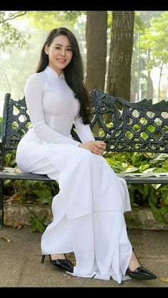 Vietnamese long dress Vietnamese Clothing, Vietnamese Dress, Vietnamese Traditional Dress, Traditional Dresses, Ao Dai, Asian Fashion, Girl Fashion, Vietnam Girl, Beautiful Asian Women