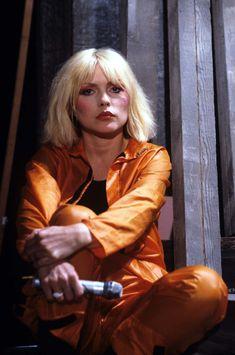 Debbie Harry: The Ultimate (Atomic) Blondie Bombshell Blondie Debbie Harry, Debbie Harry Hair, Debbie Harry Style, Estilo Rock, Harry Styles Icons, Beatles, Female Singers, Blondies, Foto E Video