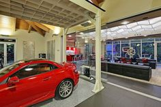 World Of Technology: Mix Between A Mansion And A Garage (19 pics)