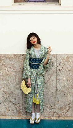 gown cordinated like kimono Fashion Fabric, Kimono Fashion, Fashion Outfits, Yukata Kimono, Kimono Japan, Modern Kimono, Geisha, Ethno Style, Mode Editorials