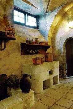 Le potager, l'ancêtre de la cuisinière, dans les cuisines du Château de la Ferté Saint-Aubin