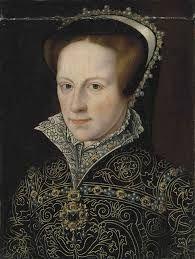 María Tudor(1516-1558) Reina de Inglaterra e Irlanda. Hija de Enrique VIII y Catalina de Aragón, la historiografía tradicional anglosajona la ha presentado como un ser cruel y despiadado. Siendo de formación católica, son comprensibles las suspicacias que su acceso al trono originó en la sociedad inglesa, cada vez más cercana al protestantismo.