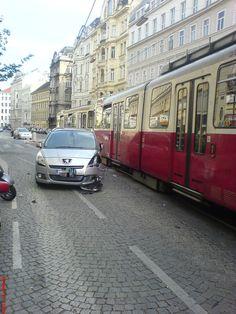 Straßenbahnunfall in der Wiener Porzellangasse (c) Karl Gratzer
