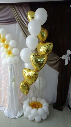 would be nice in red white and pink for Valentines day too! Love Balloon, Red Balloon, Balloon Bouquet, Balloon Garland, Ballon Decorations, Balloon Centerpieces, Birthday Party Decorations, Birthday Parties, Giant Balloons