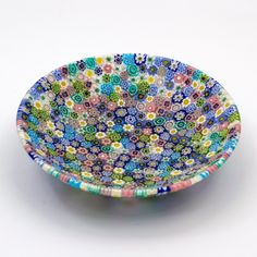 Piatto di murrine millefiori in vetro di Murano prodotto a mano dai migliori maestri artigiani muranesi. Murano glass plate, handmade and beautiful interior design with bright colors.