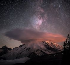 ♥ Lenticular cloud and the Milky Way over the peak of Mount Rainier
