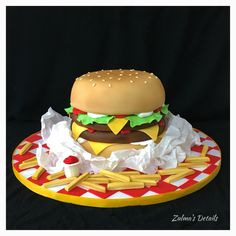Hamburger And Fries, Custom Cakes, Birthday Cake, Ethnic Recipes, Desserts, Food, Crack Cake, Personalised Cakes, Birthday Cakes