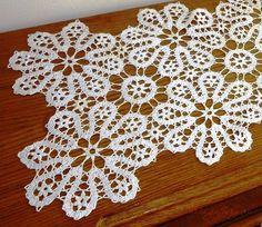 """Gallery.ru / Фото #30 - Салфетки из фрагментов """"брюгге"""" - Alleta Crochet Flower Tutorial, Crochet Flowers, Crochet Lace, Bruges Lace, Crochet Bedspread, Crochet Tablecloth, Filet Crochet, Irish Crochet, Point Lace"""