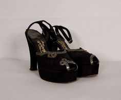 vintage 1940s shoes 40s platforms peeptoe by NodtoModvintage,