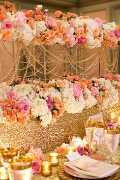 Centros de mesa con guirnaldas de perlas