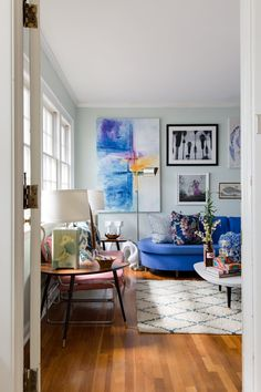 Once in the duplex, you go upstairs to her door and voila—so much light!