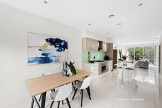Contemporary Class, Space And Serenity Living Area, Interior, Interior Inspiration, Contemporary, Home Decor, Central Kitchen, Spacious, High Ceiling, Smart Kitchen