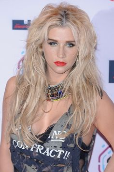 Whatever Ke$ha does with her hair I approve. Us messy hair chicks gotta stick together