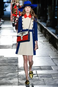 Catwalk photos and all the looks from Gucci - Pre Spring/Summer 2017 Ready-To-Wear London Fashion Week Gucci Fashion, Moda Fashion, Fashion 2017, Runway Fashion, High Fashion, Womens Fashion, Fashion Trends, Style Haute Couture, Couture Mode