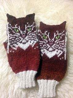 Ravelry: Double Cat pattern by Natalia Moreva Knitted Mittens Pattern, Knitted Cat, Crochet Mittens, Knitted Gloves, Knit Crochet, Crochet Hats, Knitting Charts, Knitting Stitches, Knitting Socks