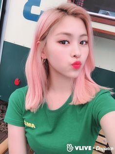 vlive x dispatch selca update with itzy K Pop, Korean Princess, Trending Photos, Bts And Exo, New Girl, Pink Hair, Hair Inspo, Korean Girl Groups, Kpop Girls